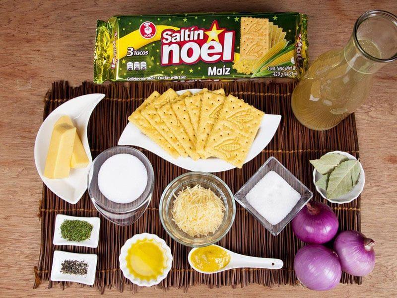 Crema de cebolla gratinada con galletas saltin noel maiz paso 1