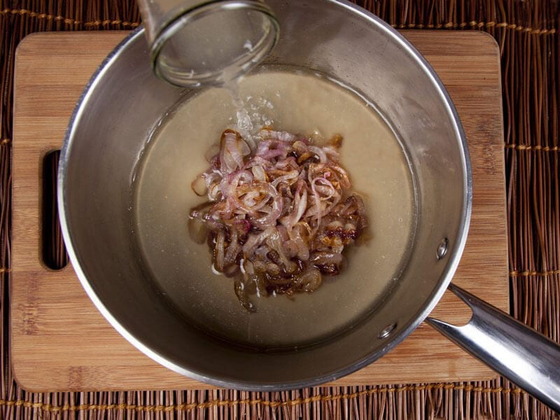 Crema de cebolla gratinada con galletas saltin noel maiz paso 5