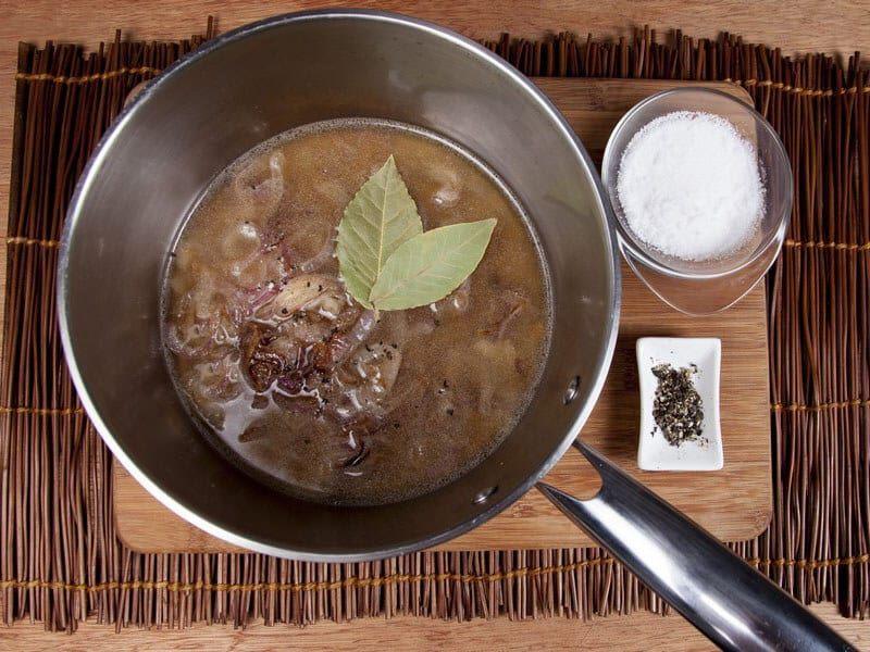 Crema de cebolla gratinada con galletas saltin noel maiz paso 6