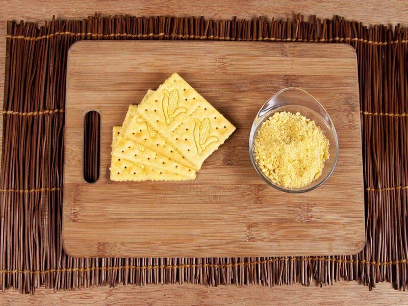 Crema de cebolla gratinada con galletas saltin noel maiz paso 7