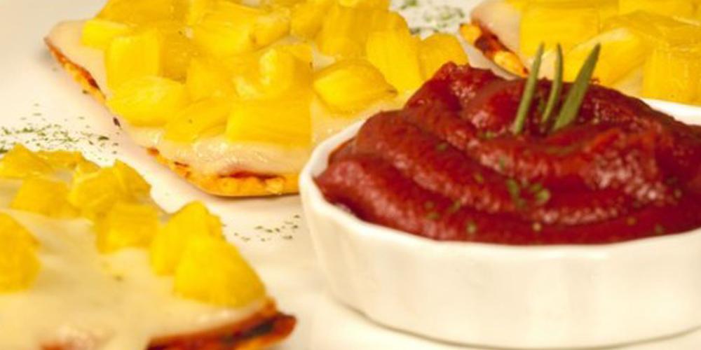 Galletas Saltín Noel Maíz con jamón, queso y piña