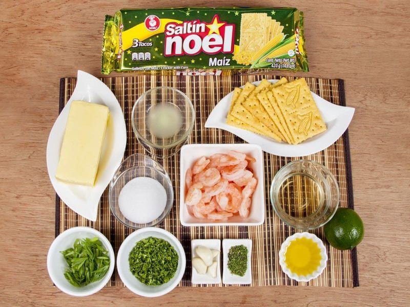 Saltin noel camarones al ajillo bañados en mantequilla de hierbas con galletas saltin noel paso 1