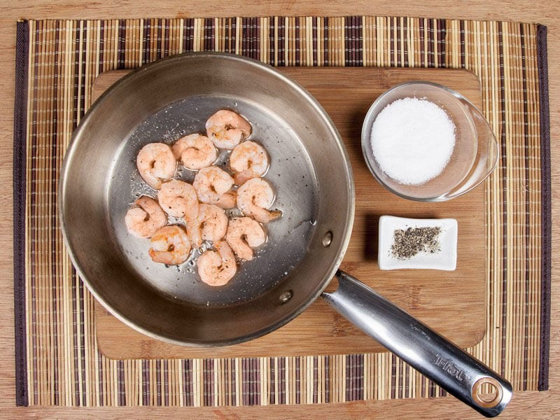 Saltin noel camarones al ajillo bañados en mantequilla de hierbas con galletas saltin noel paso 10