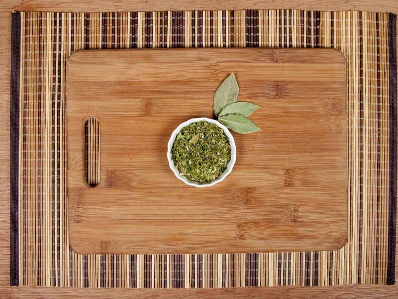 Saltin noel camarones al ajillo bañados en mantequilla de hierbas con galletas saltin noel paso 4