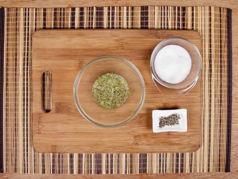 Saltin noel camarones al ajillo bañados en mantequilla de hierbas con galletas saltin noel paso 6