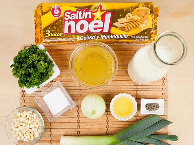 Saltin noel crema de maiz con galletas saltin noel queso y mantequilla saltin paso 1