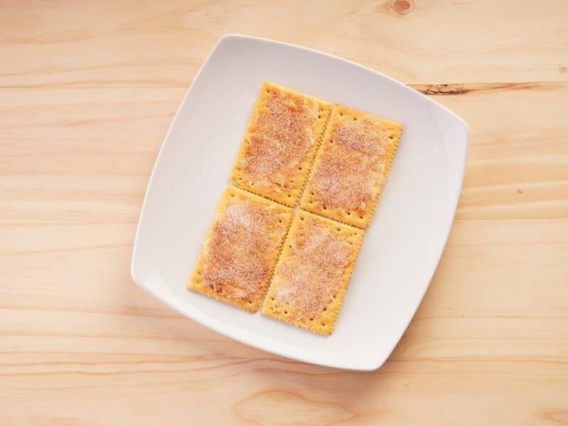 Saltin noel galletas saltin noel queso y mantequilla con azucar y canela paso 2