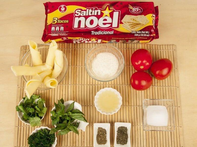Saltin noel galletas tradicional con tomate confitados y queso mazzarela paso 1