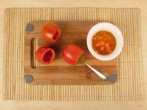 Saltin noel galletas tradicional con tomate confitados y queso mazzarela paso 3