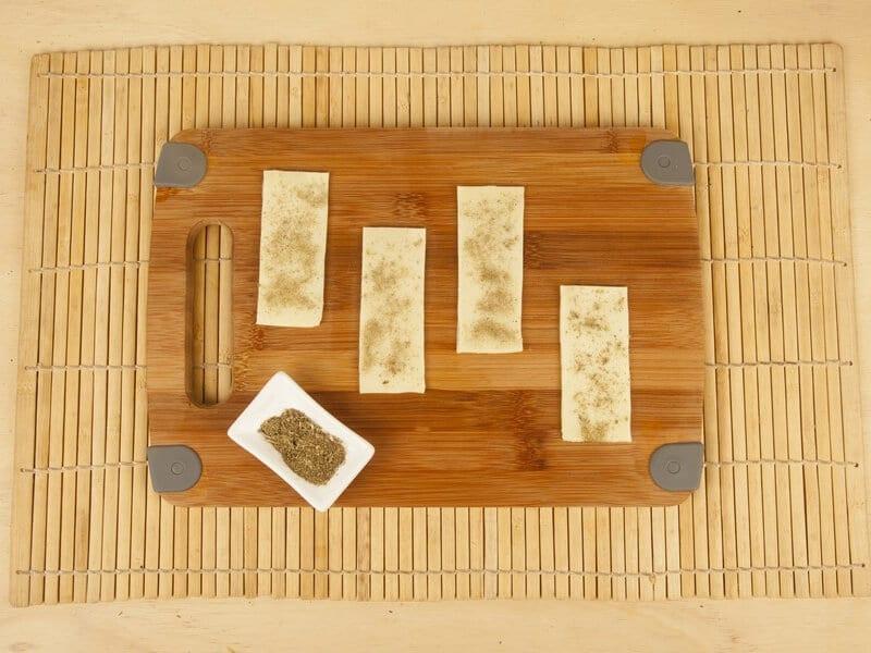 Saltin noel galletas tradicional con tomate confitados y queso mazzarela paso 9