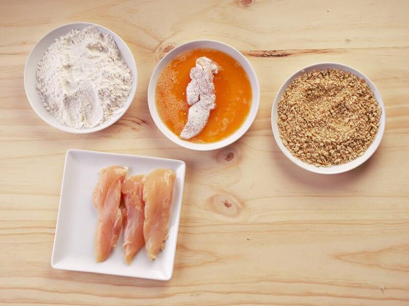 Saltin noel julianas de pollo apanado paso 4