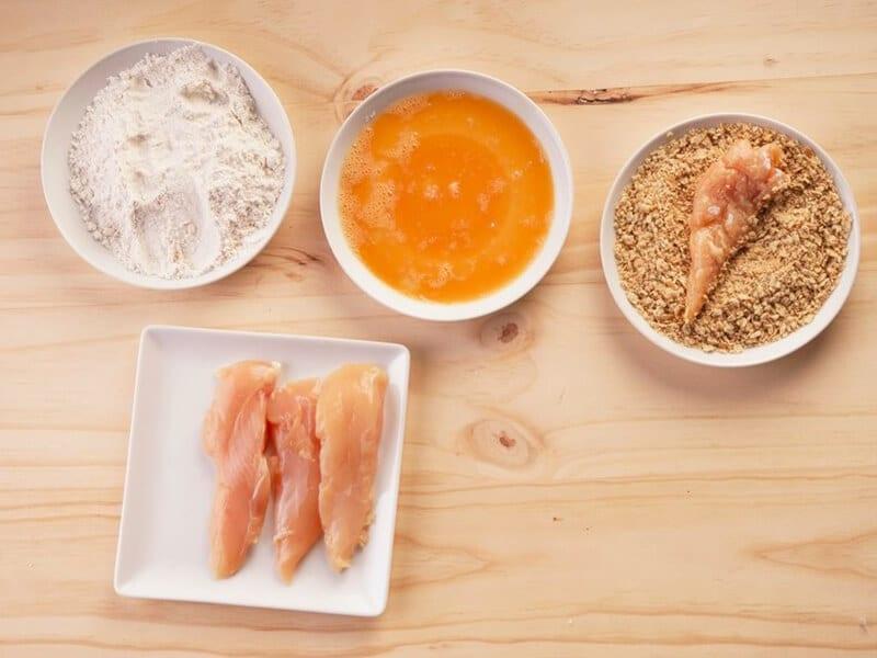 Saltin noel julianas de pollo apanado paso 5