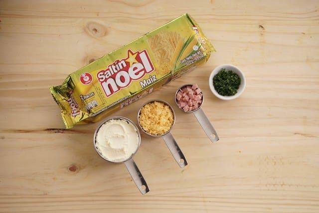 Saltin noel sanduche de maiz paso 1
