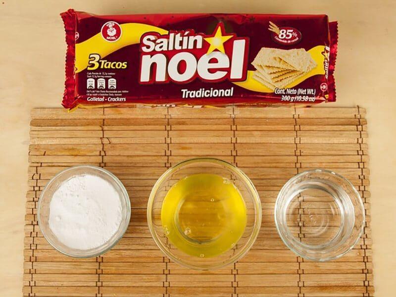 Saltin noel sandwich de galleta tradicional con merengue italiano paso 1