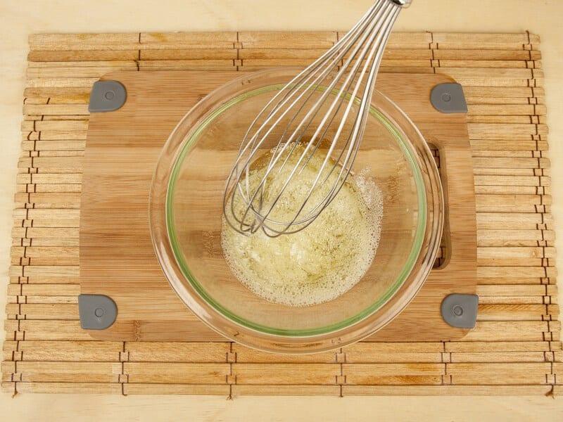Saltin noel sandwich de galleta tradicional con merengue italiano paso 4