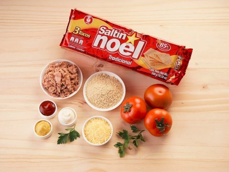 Saltin noel tomates rellenos con galletas paso 1