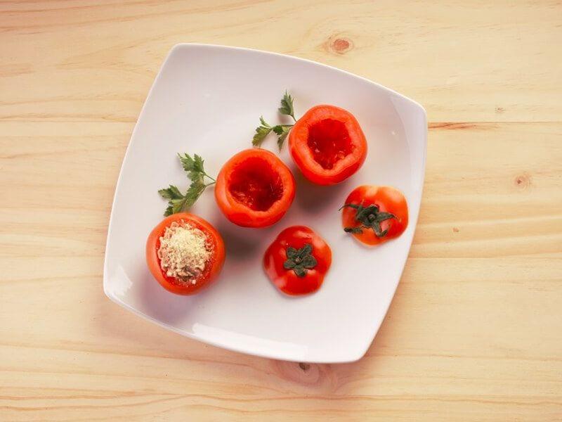 Saltin noel tomates rellenos con galletas paso 2
