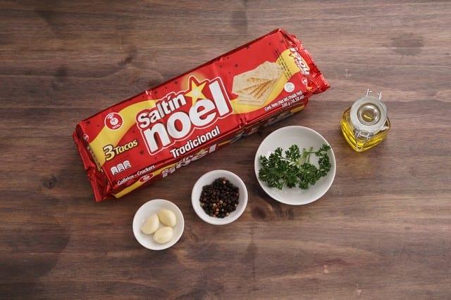 Saltin noel tradicional con ajo paso 1