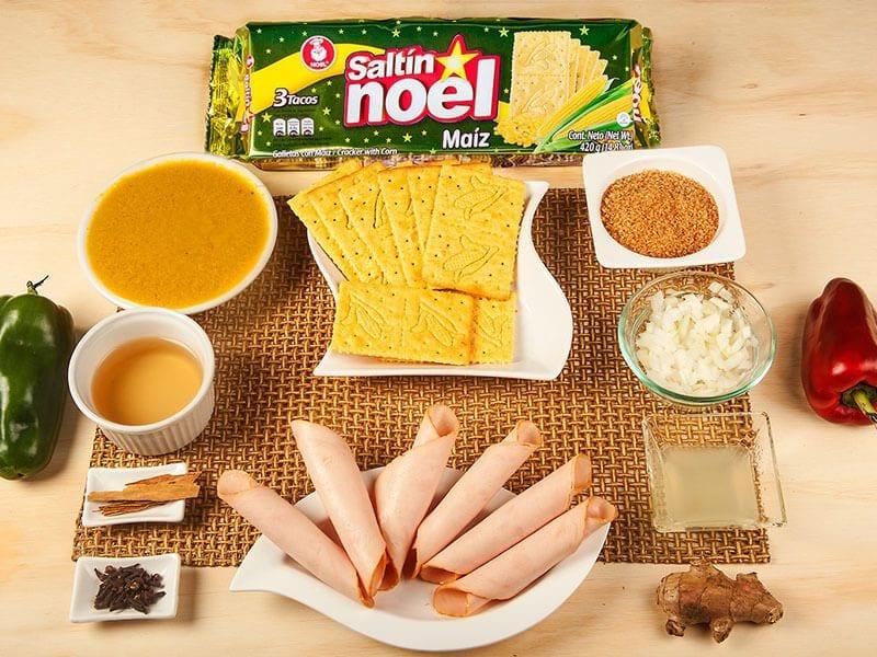 Sandwich saltin noel maiz con chutney de mango y pollo saltin noel paso 1